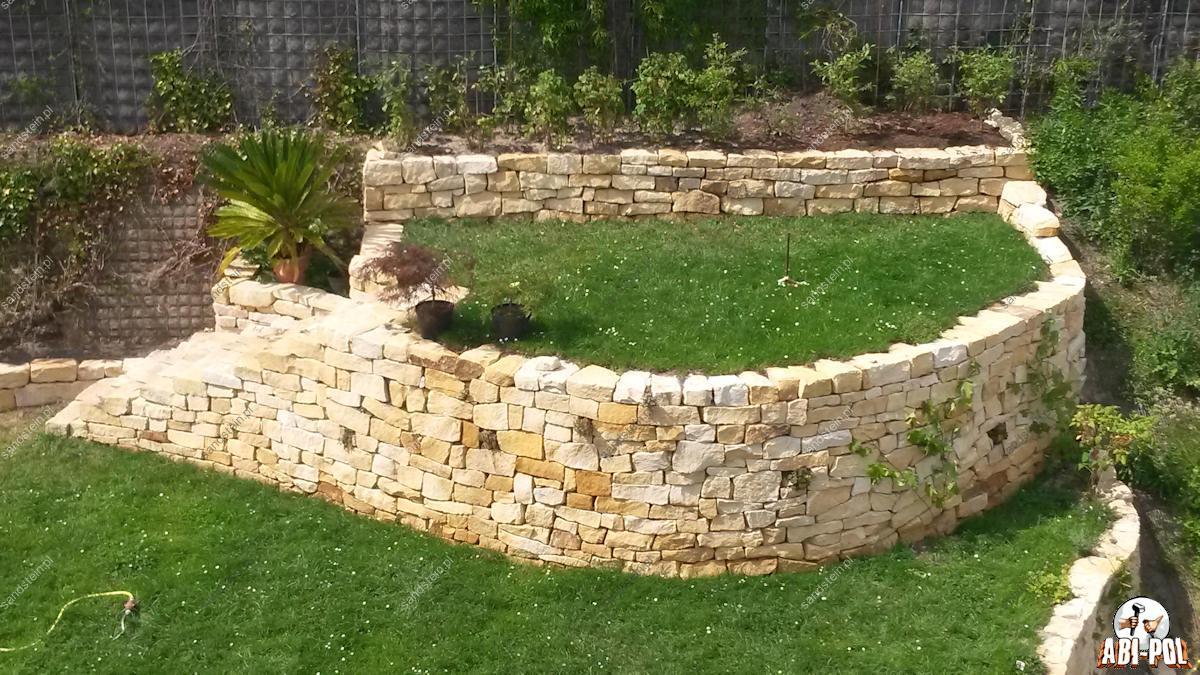 Steine im garten for Garten bruchsteine
